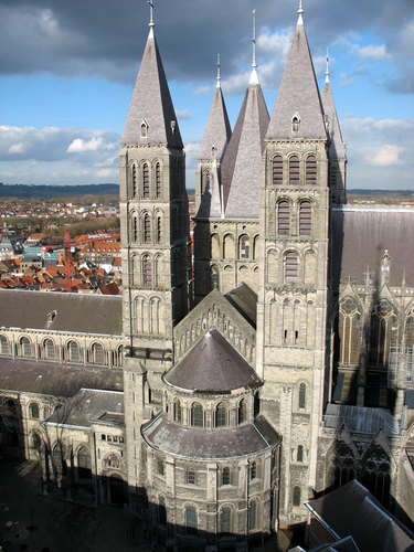 moyen-age-architecture-roman scaldien-Cath Tournai  ext